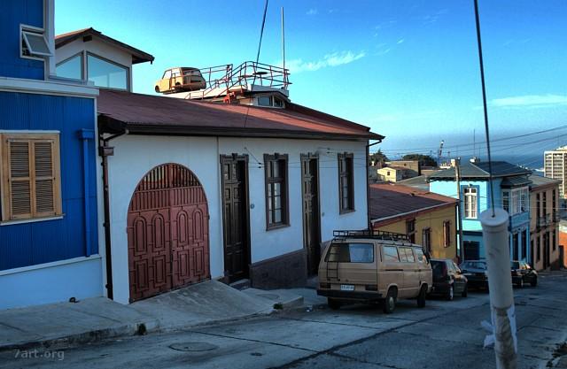Valpo – Coche en tejado