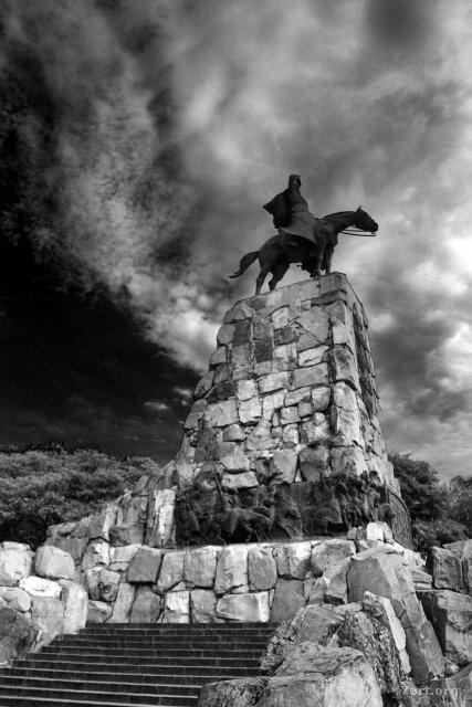 Otra estatua del tal Güemes