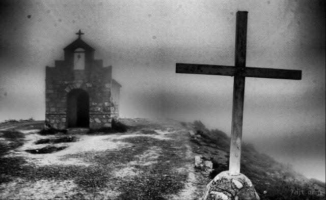 Capilla en la niebla