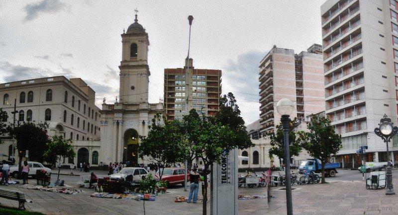 Jujuy – Iglesia desde el parque